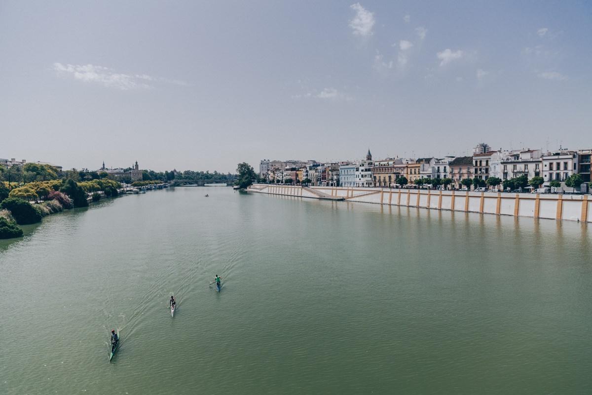 Faire du canoë sur le Gadalquivir à Séville