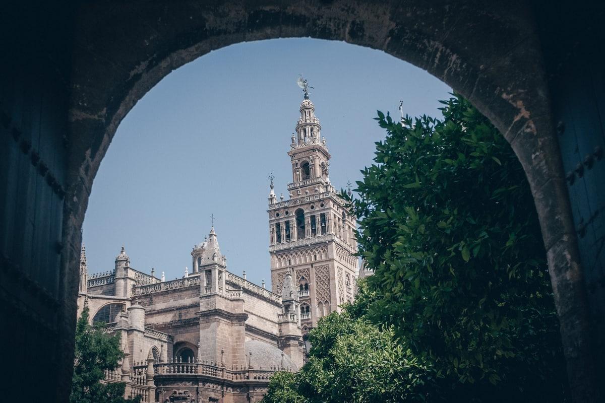 On ne peut visiter Séville sans découvrir la cathédrale et la fameuse Giralda
