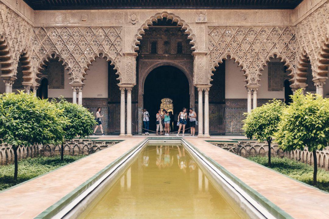 Cour du Real Alcazar à Séville - Espagne