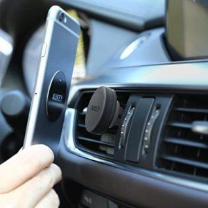Le support téléphone magnétique pour la voiture, l'objet qui ne prend pas de place en voyage