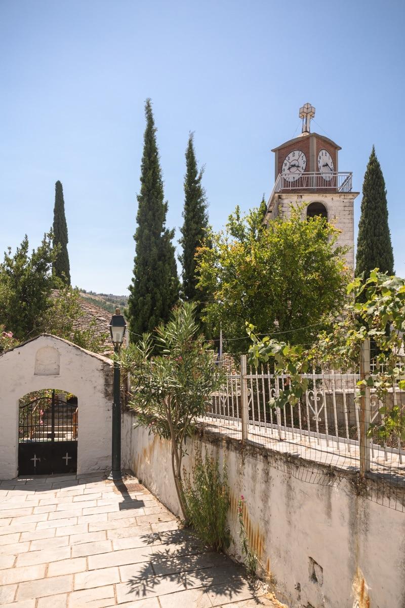 Theologos est mon village préféré sur l'île de Thassos en Grèce. Situé dans les montagnes on s'y balade tranquillement et on y trouve des produits locaux comme le miel, l'huile d'olive et même des sandales.