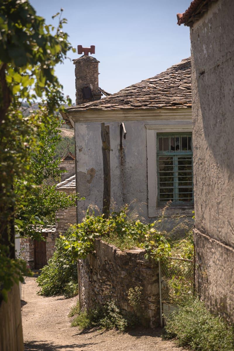 Theologos est le plus joli village de Thassos. Il se trouve dans les montagne mais facilement accessible par la route depuis Potos.