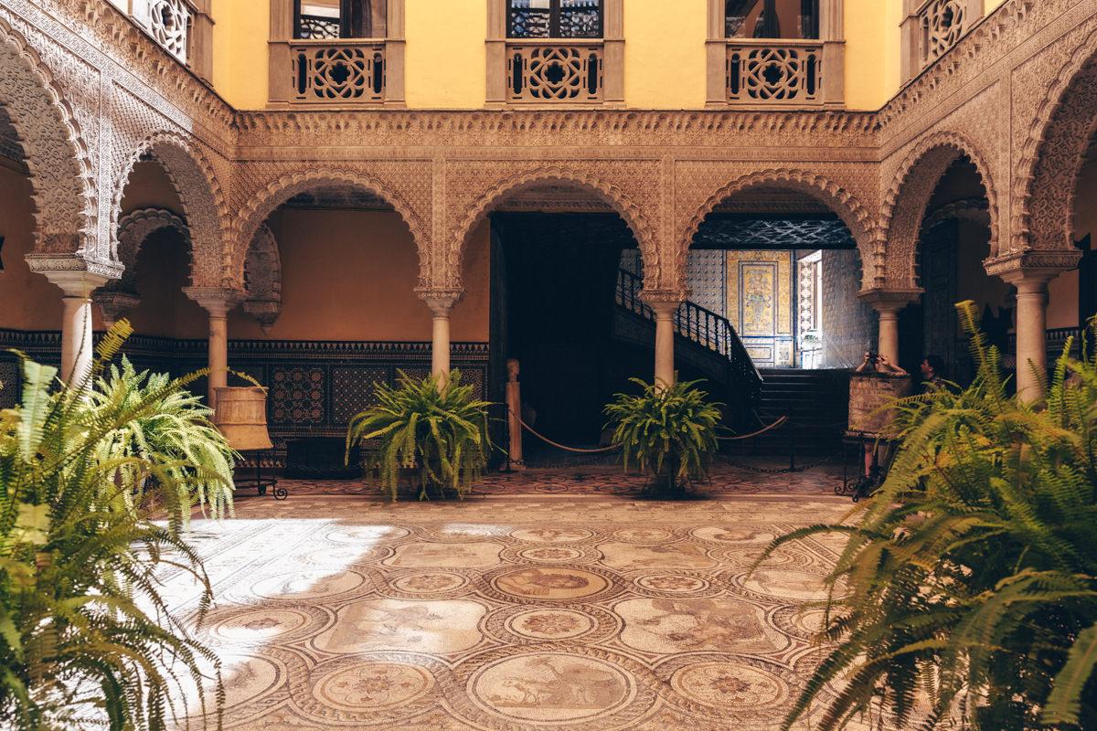 Cour intérieur du Palacio de Lebrija à Séville, Andalousie #espagne