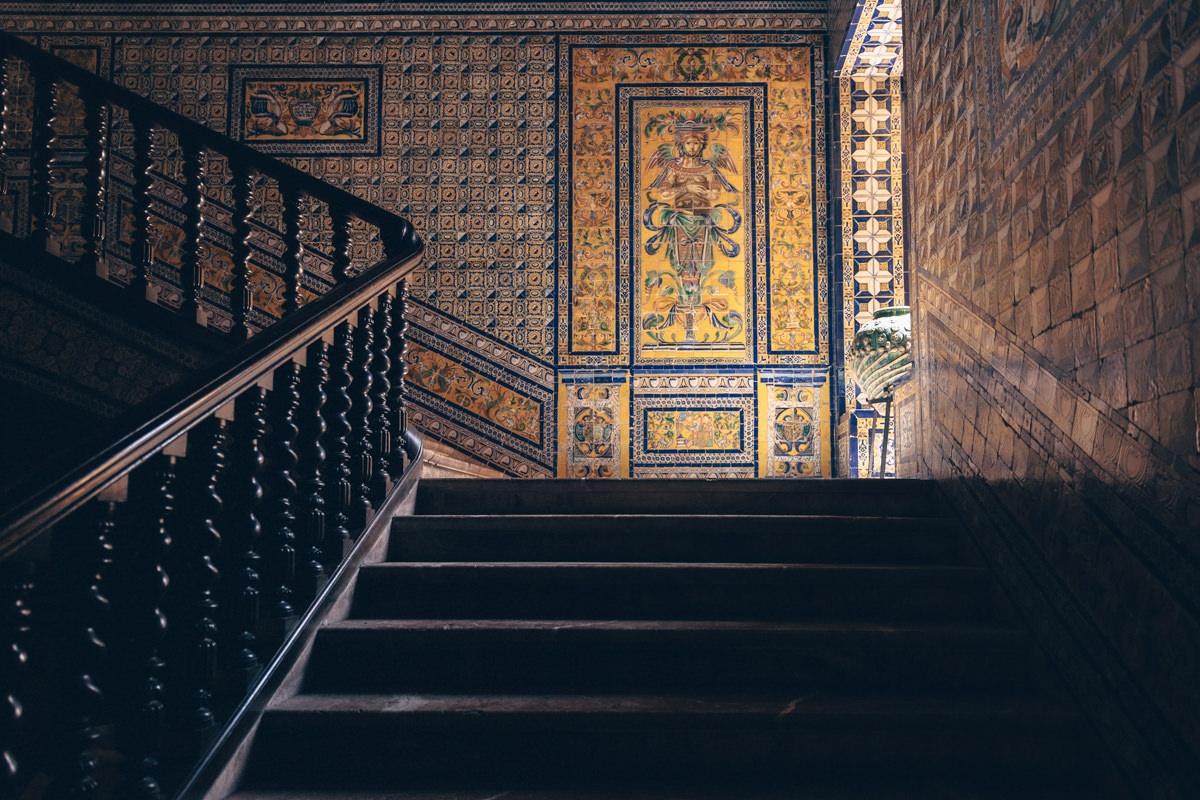 Les escaliers en mosaïques du Palacio de Lebrija à Séville en Andalousie
