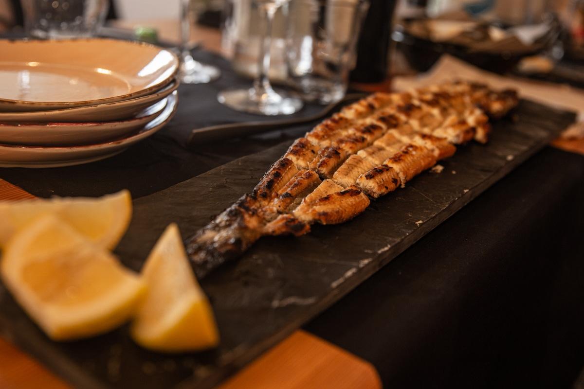Anguille grillée proposée par le restaurant Locanda del delta à Comacchio lors de la fête de l'anguille #inemiliaromagna