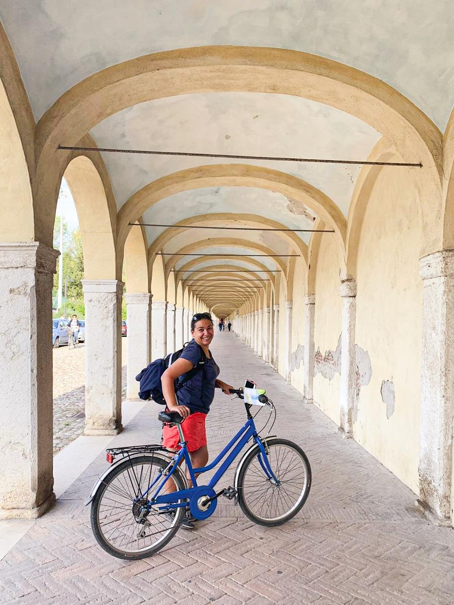 Découvrir le delta du Pô à vélo est fortement recommandé. Le vélo se loue à Comacchio à l'office de tourisme et permet de se balader pour aller voir les flamants roses qui se trouvent autour du lagon