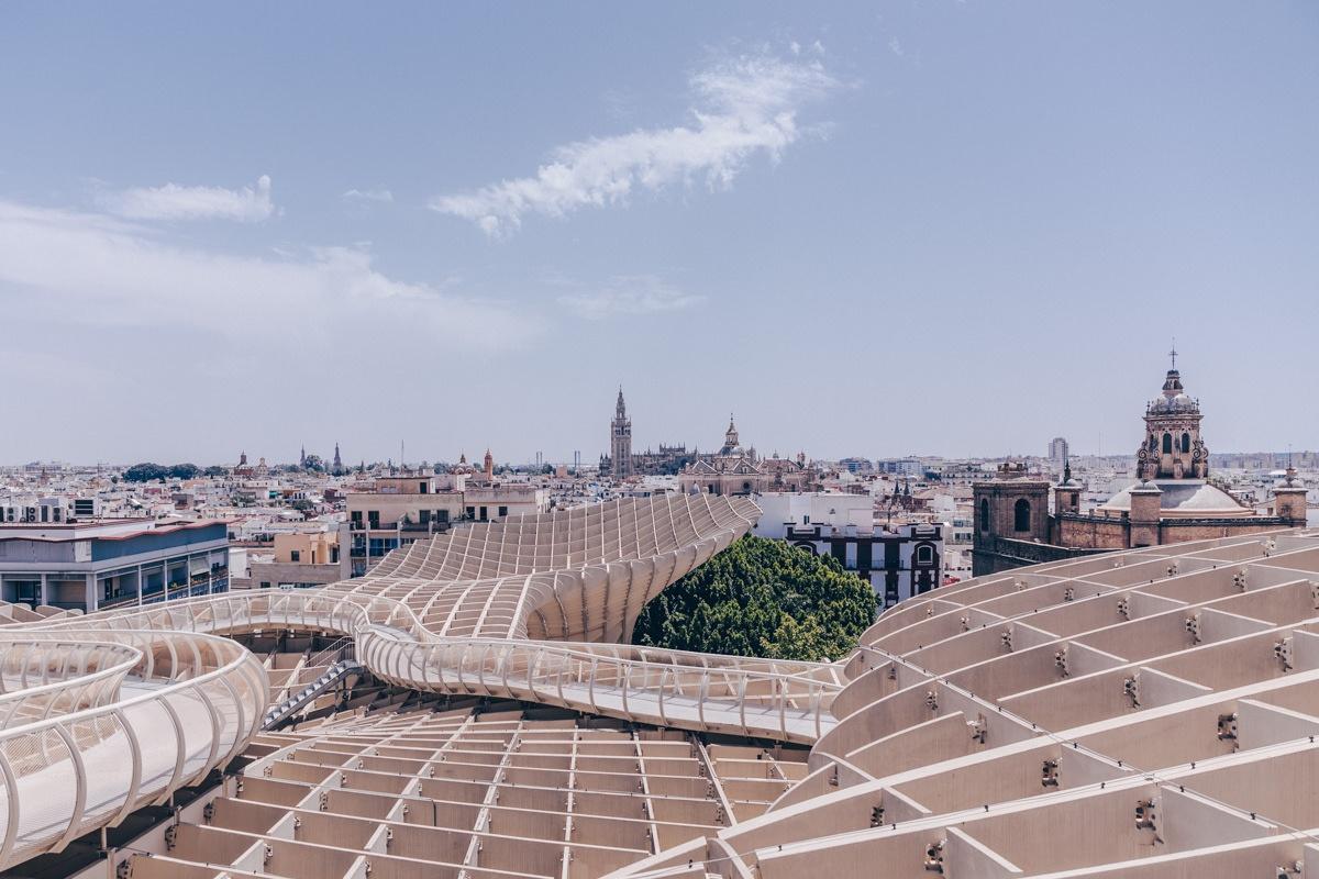 Vue sur Séville depuis le haut de la structure las satas à Séville