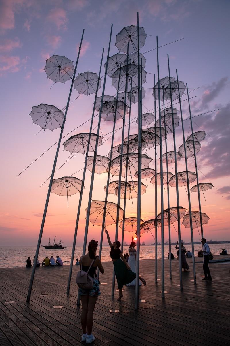 Thessalonique - Oeuvre Parapluies de Giorgos Zongolopoulos