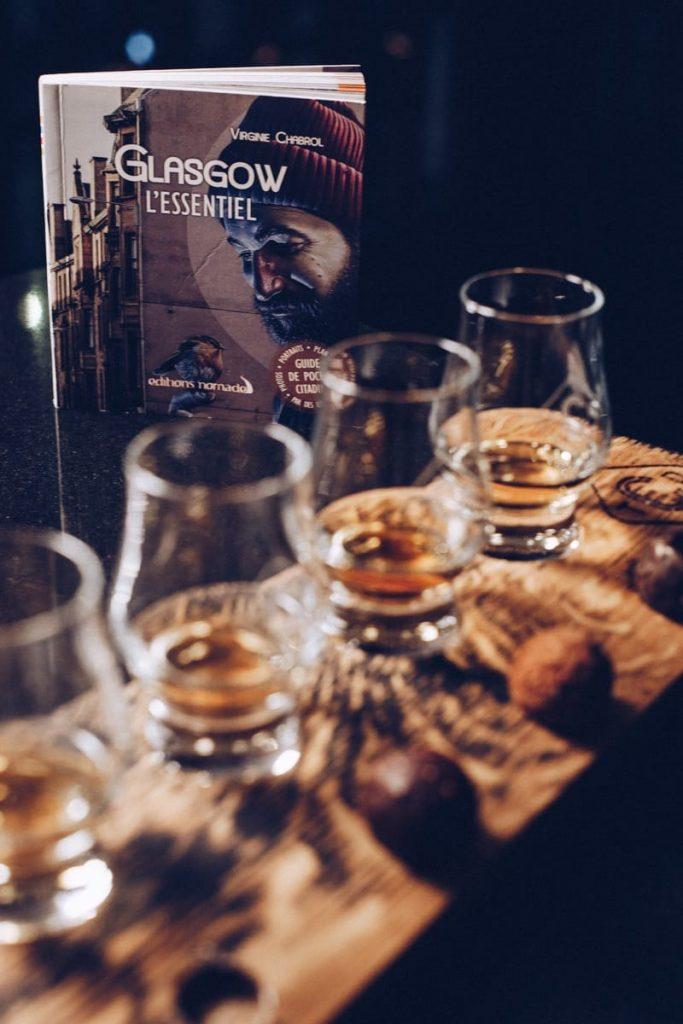 Visiter Glasgow avec Glasgow l'Essentiel aux Editions nomades écrit par Virginie Chabrol