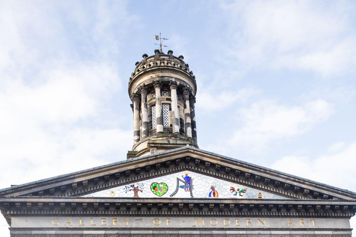 Frise du Goma à Glasgow décorée par Nicky de Saint Phalle