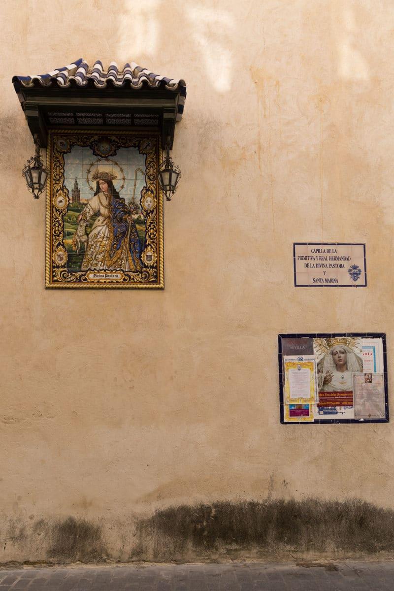 Une vierge dans les rues de Séville