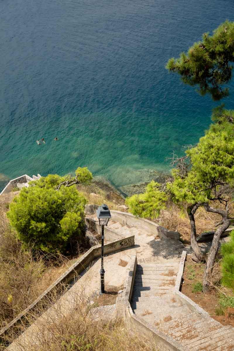 Crique au coeur de la ville de Kavala #grèce