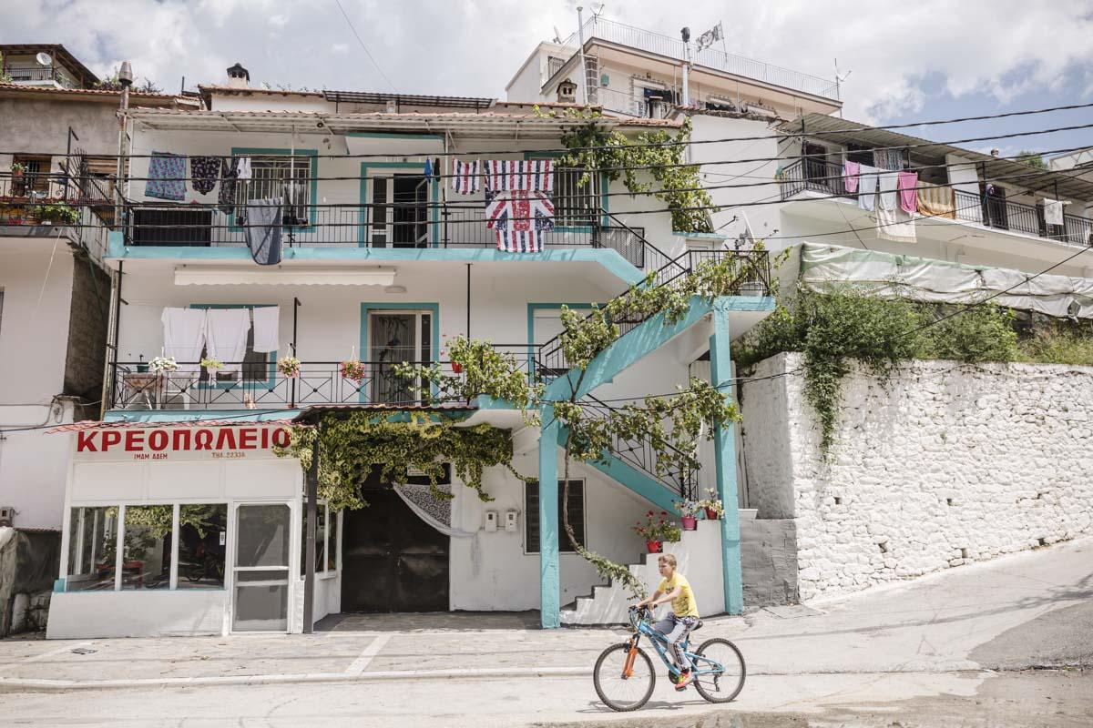 Dans les rues de Miki, un village pomaque situé sur les contreforts du massif des Rhodopes