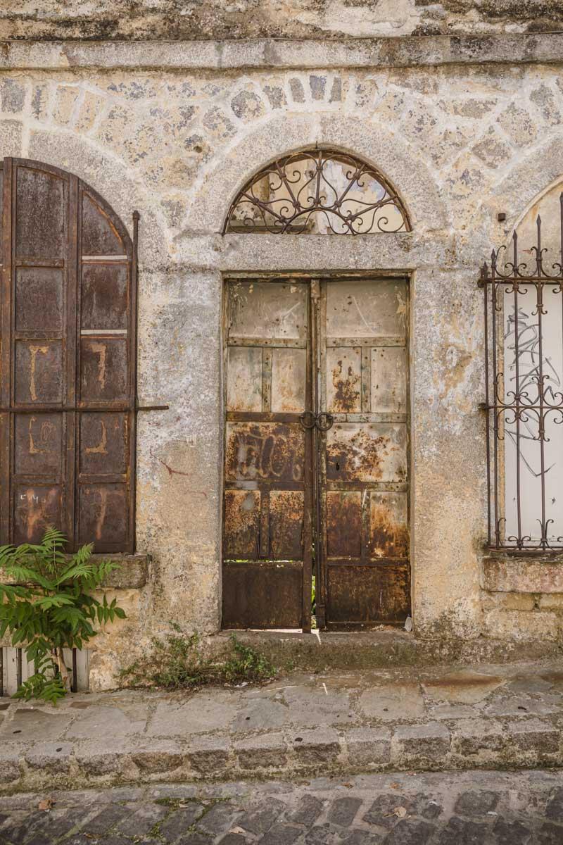 Façade délabrée dans la vieille ville de Xanthi