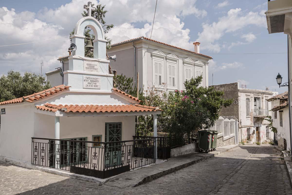 Une rue de la vieille ville de Xanthi dans la Thrace en Grèce