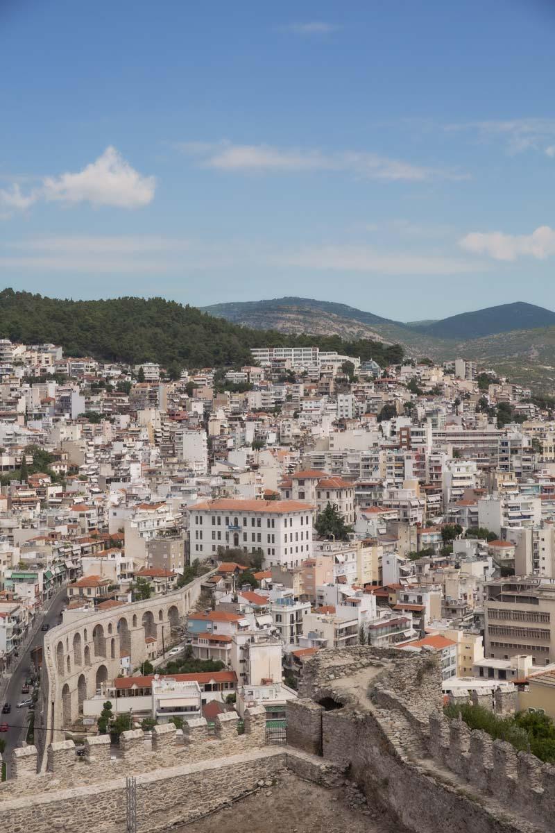 Vue sur l'aqueduc de Kamares à Kavala depuis la citadelle #grèce