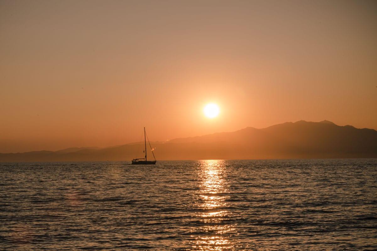 A l'ouest de l'île de Thassos en Grèce, on peut voir de très jolis couchers de soleil