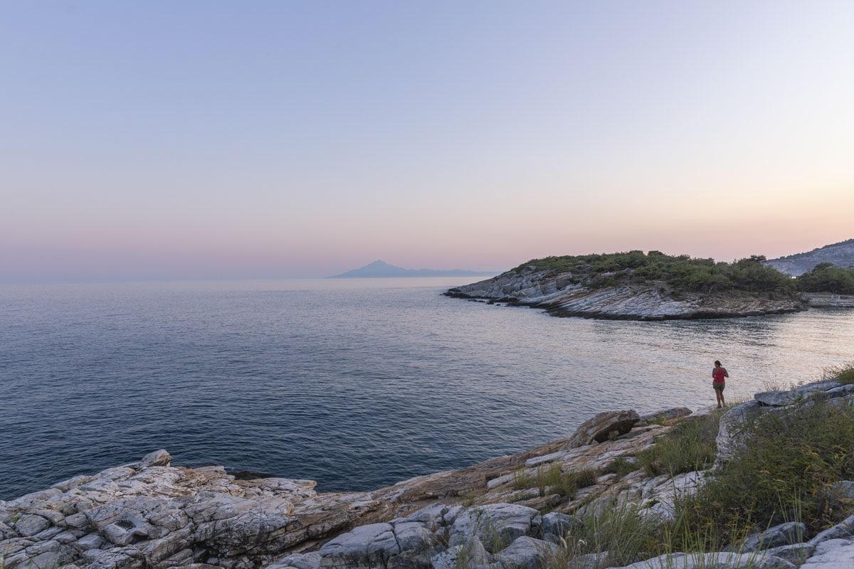 Sur les rochers autour d'Alyki à Thassos en Grèce