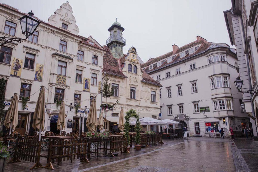 Glockenspielplatz où à 11h, 15h et 18h vous pourrez voir des automates s'animer sous un air de carrillon