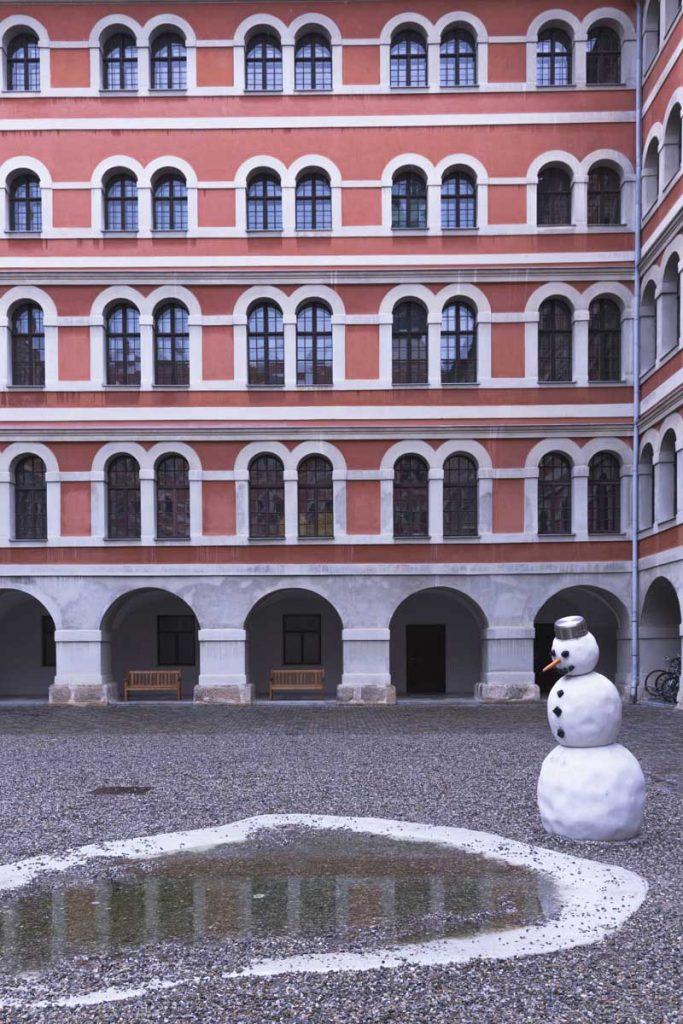 as Erforschen der Dauer (recherche de permanence) est une oeuvre de Manfred Erjautz créée en 2005 à voir à Graz
