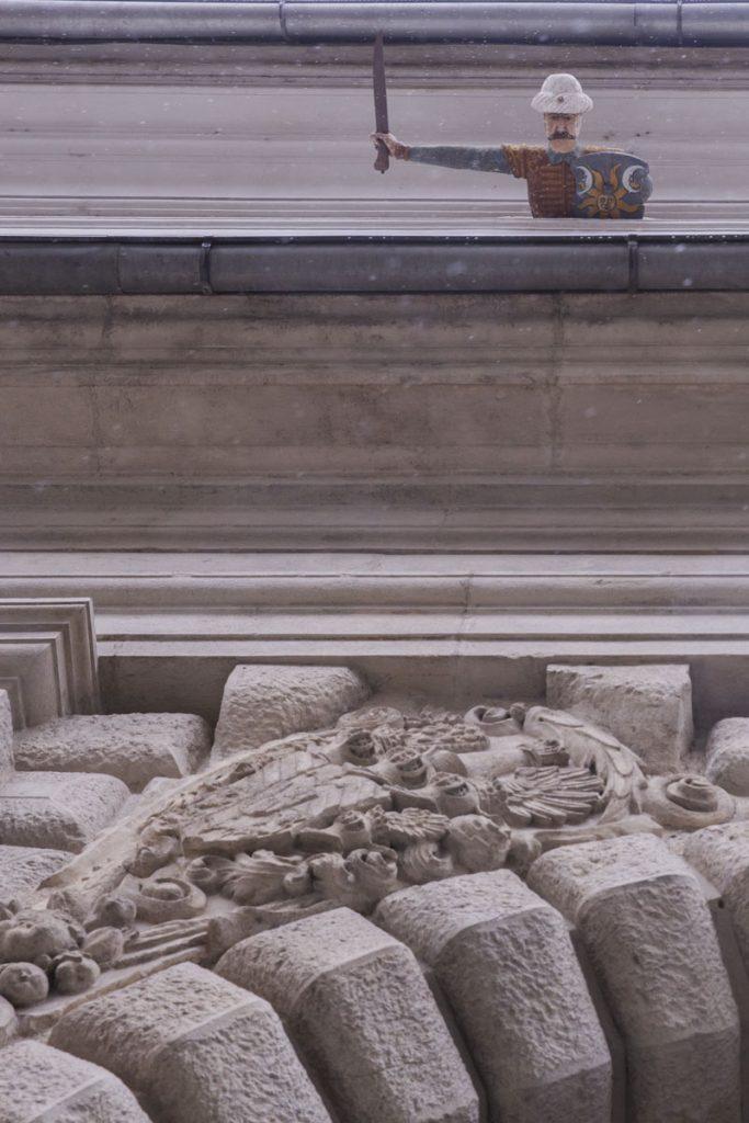 Un turc semble vouloir nous tomber dessus à voir sur le palais saurau à Graz