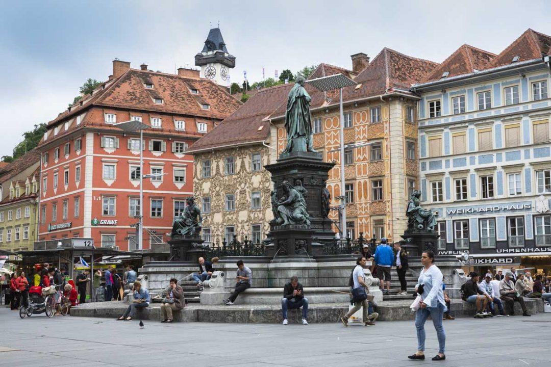 Vue sur la tour de l'horloge depuis Hauptplatz