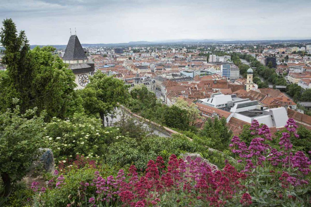 Que faire à Graz ? Dans ce guide pratique bourré de conseils et d'anecdotes, je vous livres mes 40 incontournables en terme de visites touristiques, d'hôtels, de restaurants ou de cafés.