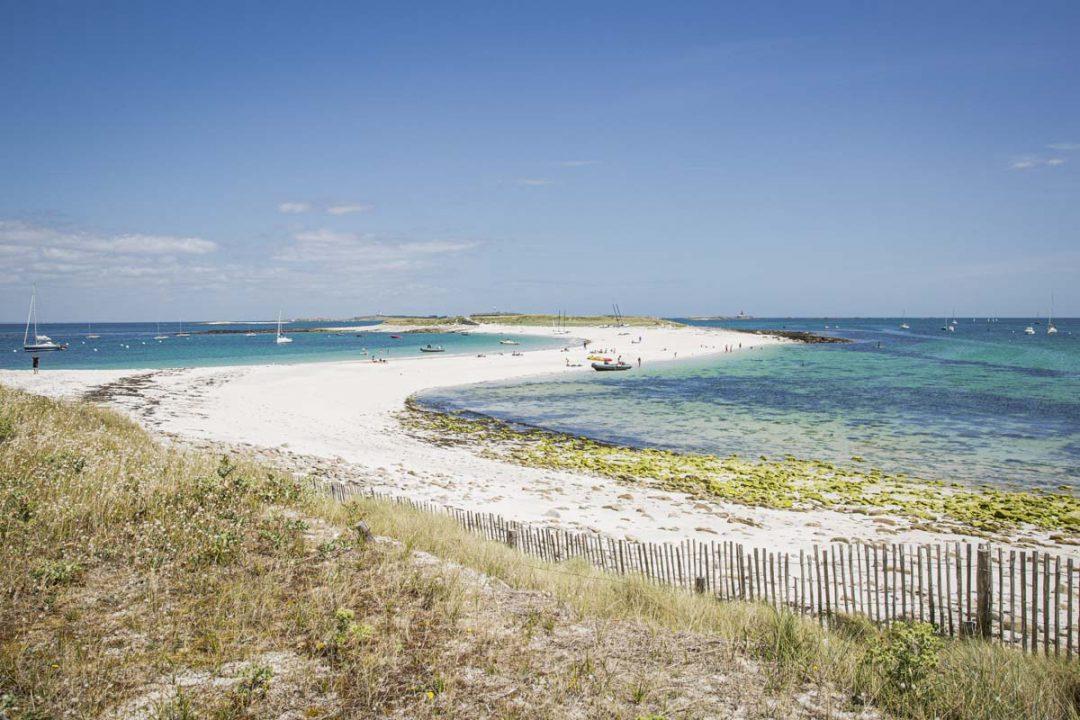 la plage de l'ile Saint-Nicolas dans l'archipel des Glénan. Les Caraïbes bretonnes se trouvent dans le sud du Finistère
