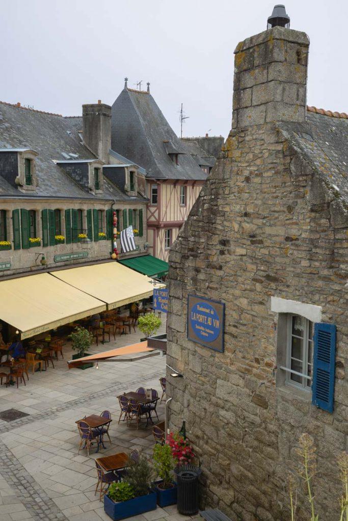 Le centre de la ville close de Concarneau vue des remparts