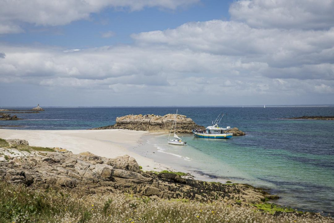 L'archipel des Glénan surnommées les caraïbes bretonnes.  L'archipel se trouve au large de Concarneau dans le sud du Finistère