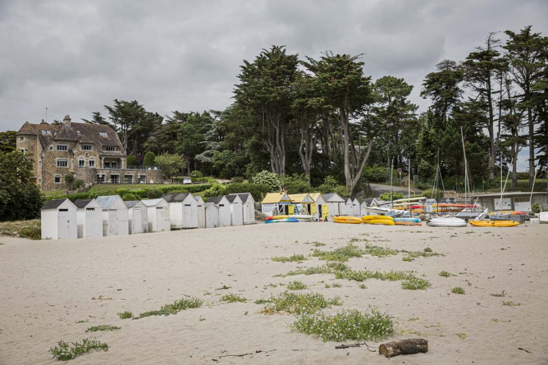 La plage de Port Manec'h avec ses jolies cabines de plage