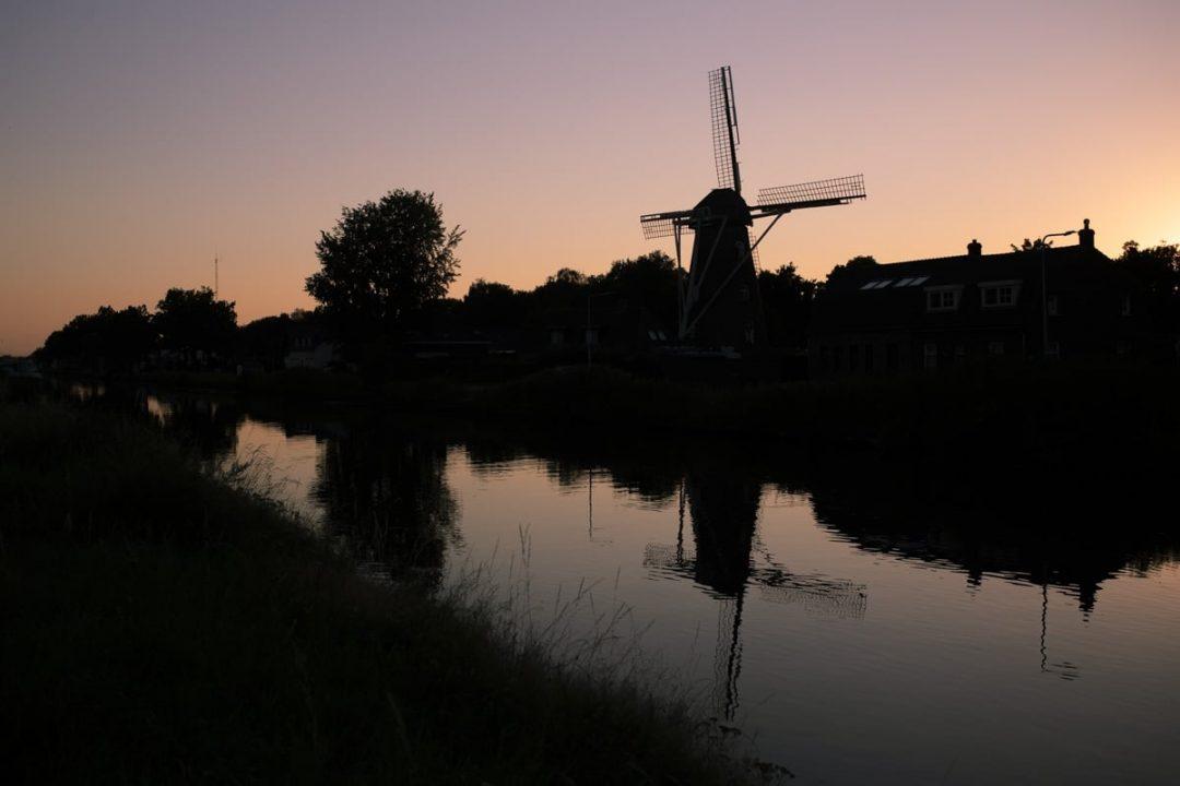 Coucher de soleil sur le moulin de Weert, Pays-Bas