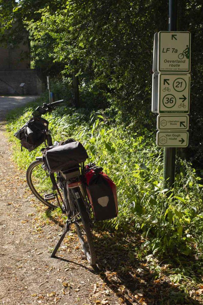 Panneaux de signalisation sur les pistes cyclables aux Pays-bas