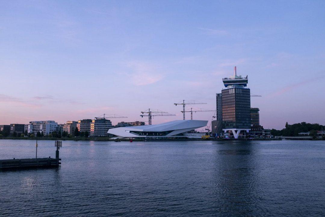 l'Eye, le musée du film néerlandais et l'A'dam tower - Amsterdam
