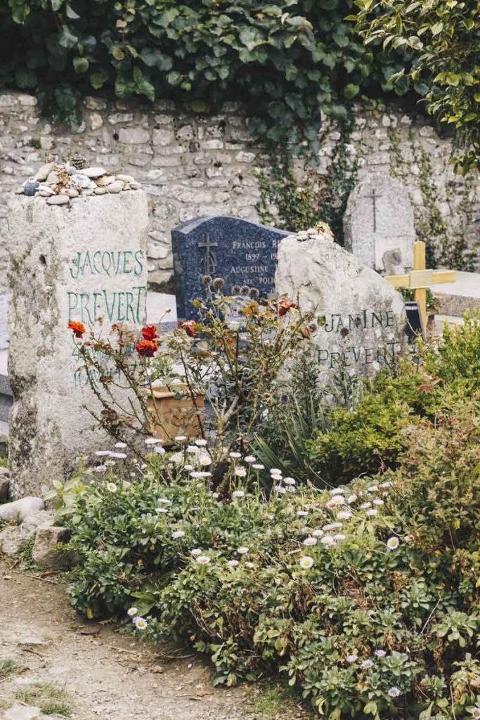Tombe de Jacques Prévert à Omonville-la-Petite à la Hague dans le Cotentin
