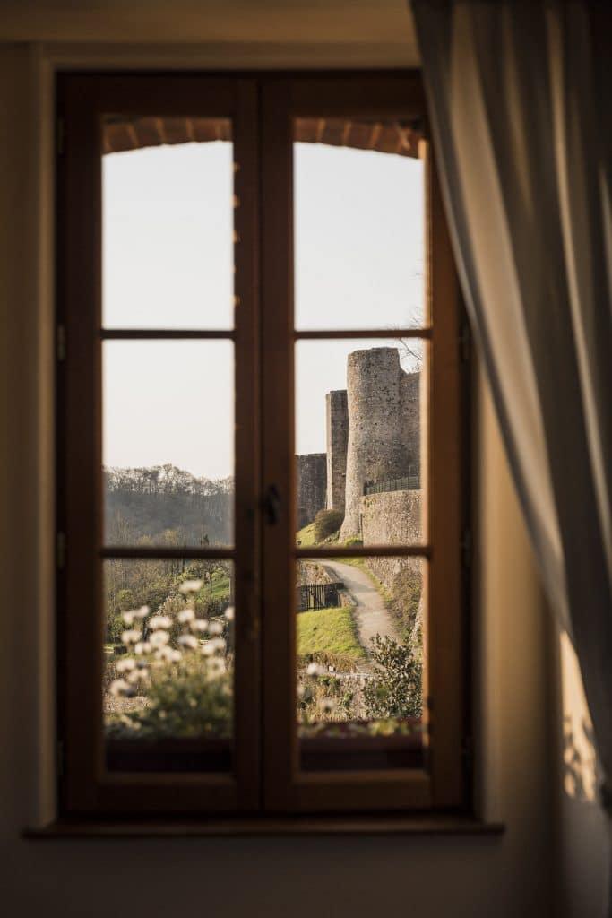 Vue sur les remparts de Sainte-Suzanne en Mayenne