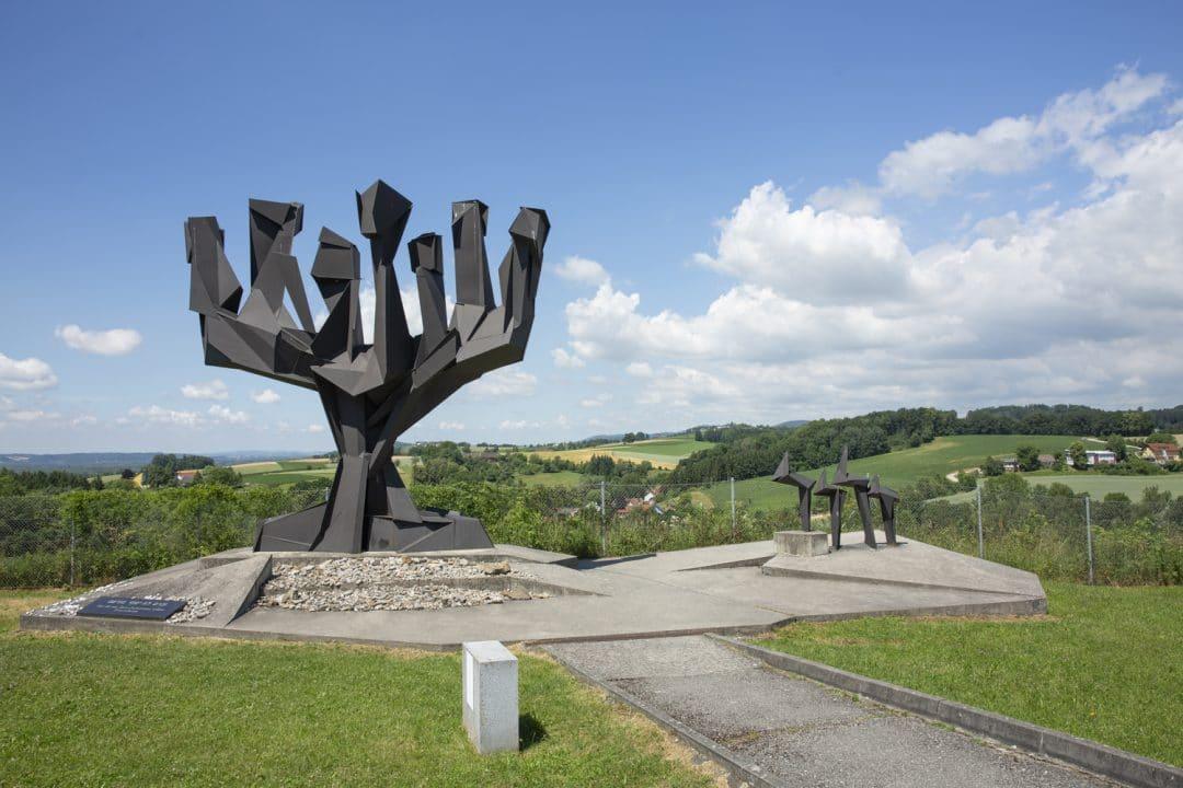 monument hommage aux juifs morts à Mauthausen